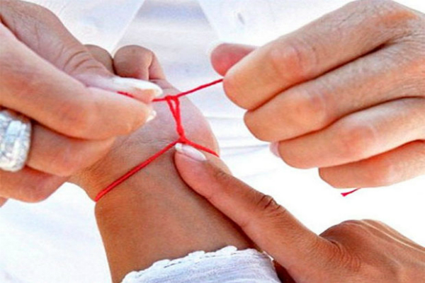 Как правильно завязать красную нитку из Иерусалима?
