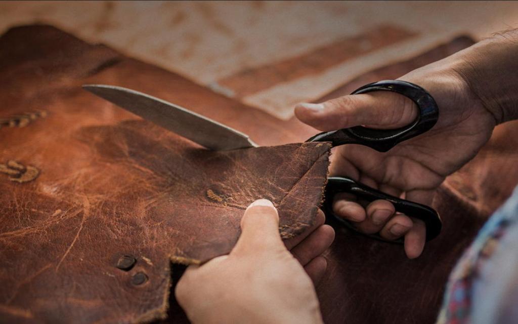 Художественная обработка кожи: история возникновения, приемы и особенности