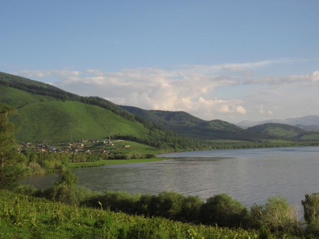 Озеро Маркаколь расположено в горах