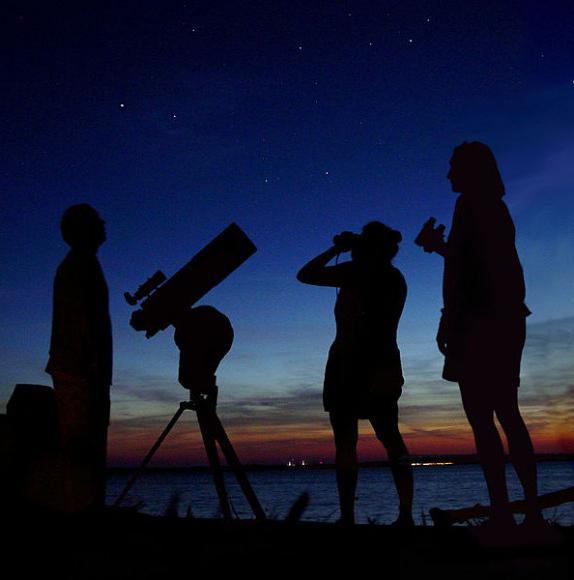спутник в астрономии это