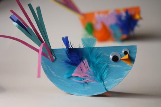 Поделка птичка из перьев