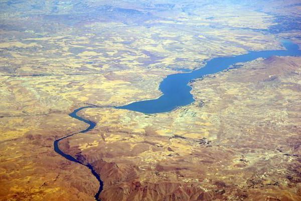euphrates river Tigris-euphrates river system: tigris-euphrates river system, great river system of southwestern asia it comprises the tigris and euphrates rivers, which follow roughly parallel courses through the heart of the middle east.