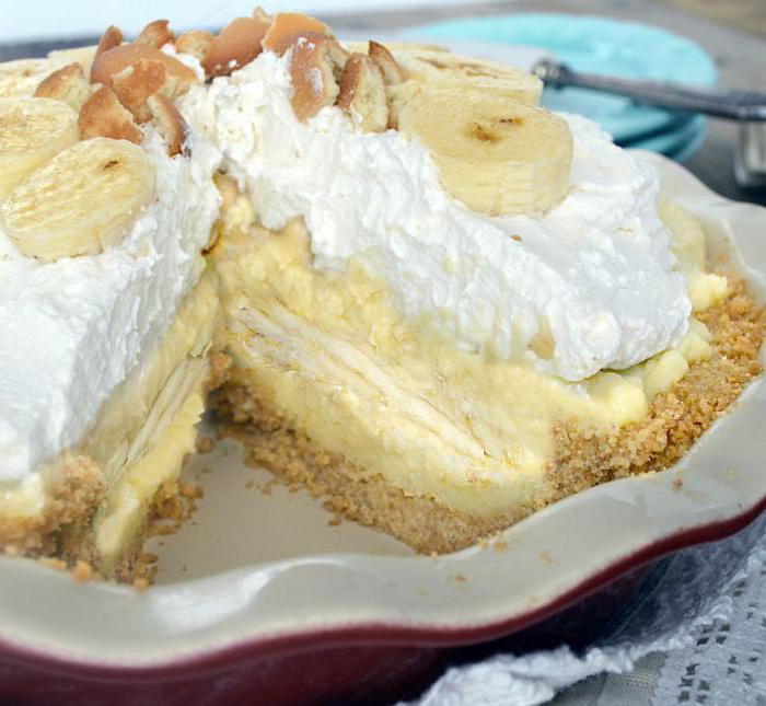 Бисквитный торт с сметанным кремом и бананами рецепт с фото
