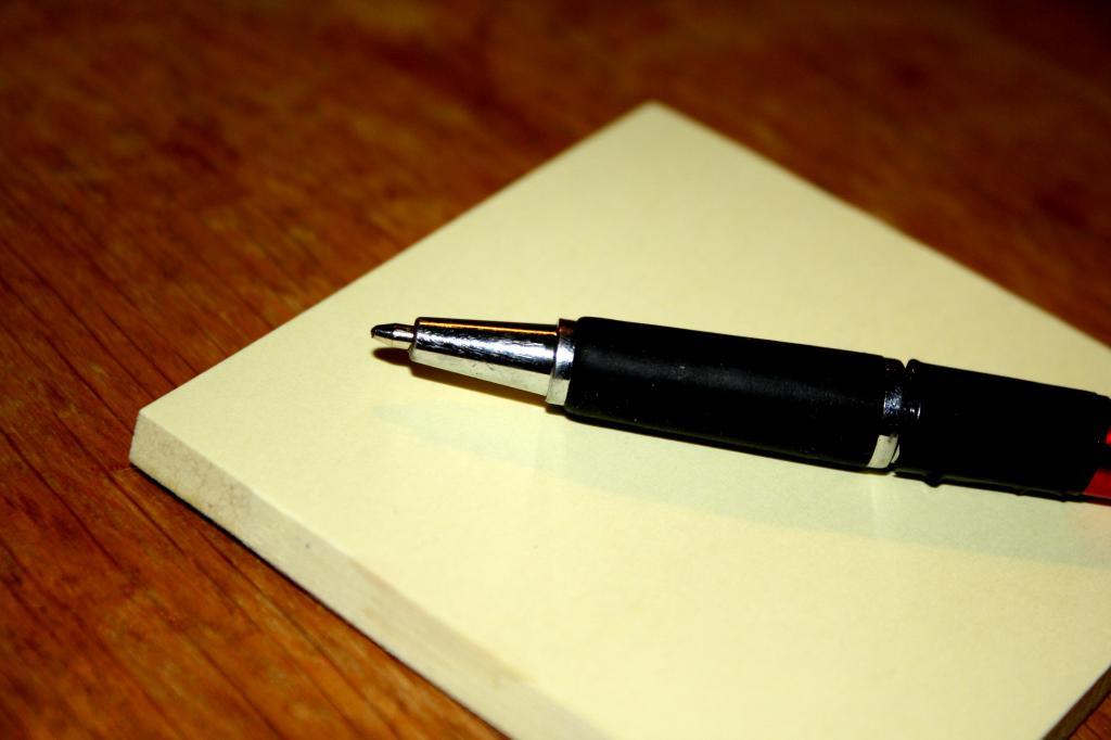 Ручка и чистые листы