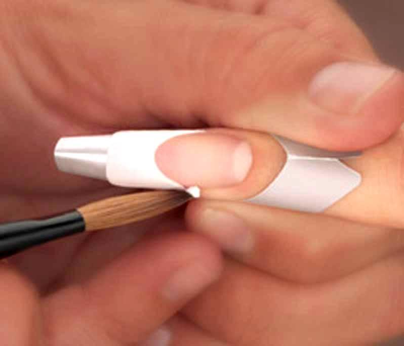 Наращивание ногтей с помощью моделирующего геля