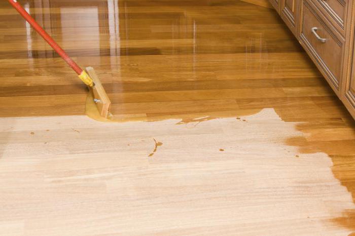 Обработка антисептиком сырой древесины