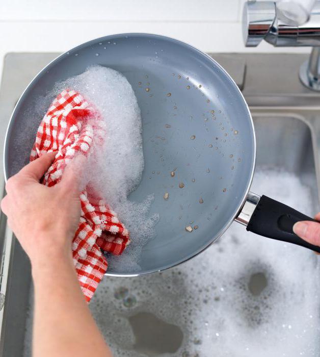 как почистить сковороду от гари