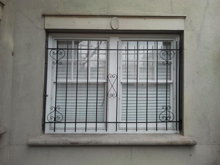 как сделать и установить решетку на окно самому