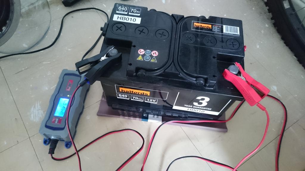 как зарядить автомобильный аккумулятор зарядкой