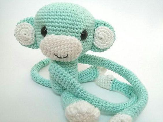 вяжем крючком маленькую обезьянку
