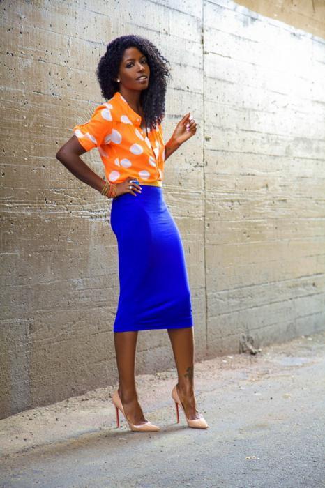 Узкая синяя юбка
