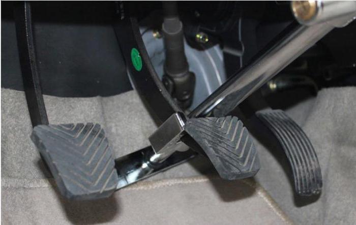 механическая противоугонная система на педали