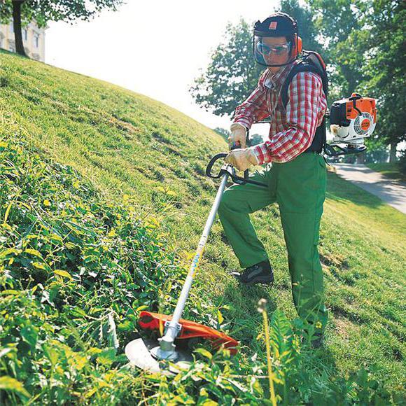 аккумуляторный триммер для покоса травы