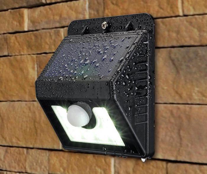 лампа фонарь на солнечной батарее