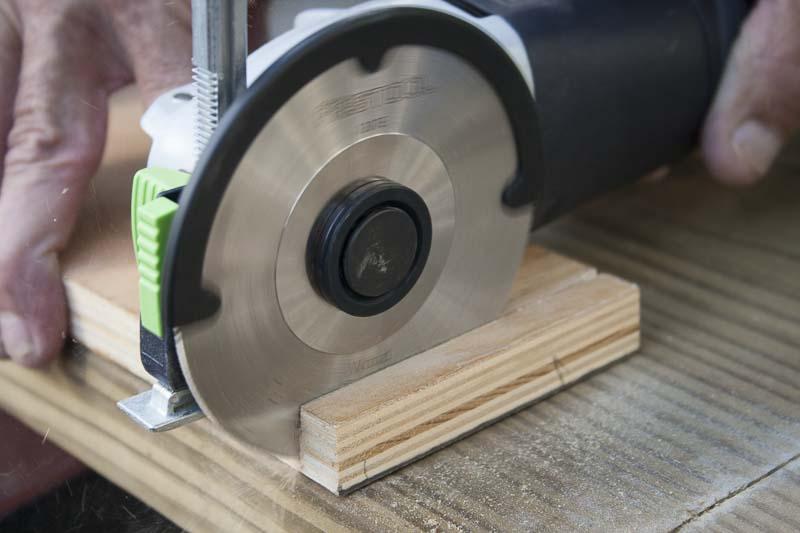 Болгарка с диском для древесины