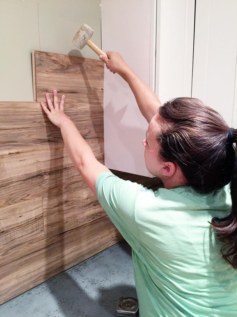 Laying laminate on the wall