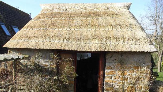 дом под соломенной крышей