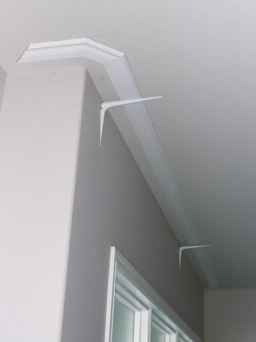 На какой клей лучше клеить потолочный плинтус