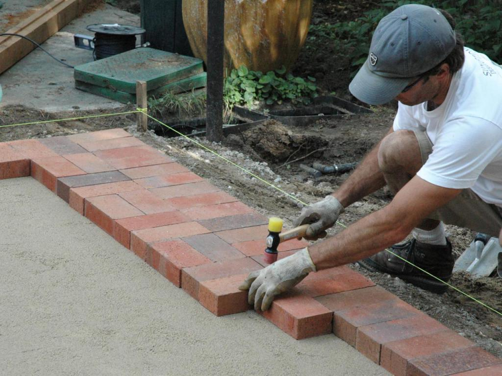 how to lay the paving tiles yourself