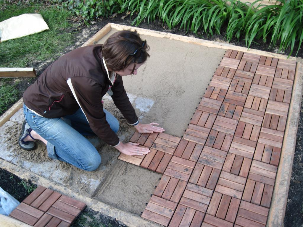 how to lay paving slabs in the country