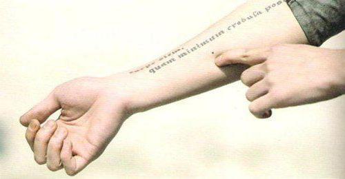 красивые тату надписи на руке с переводом