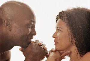 Если мужчина пристально смотрит в глаза, то он не обязательно влюблен
