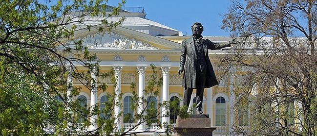 памятник пушкину на площади искусств