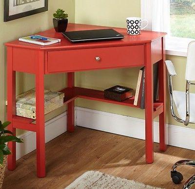 Обзор удобных письменных столов для школьника