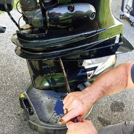 Как заменить масло в лодочном сузуки