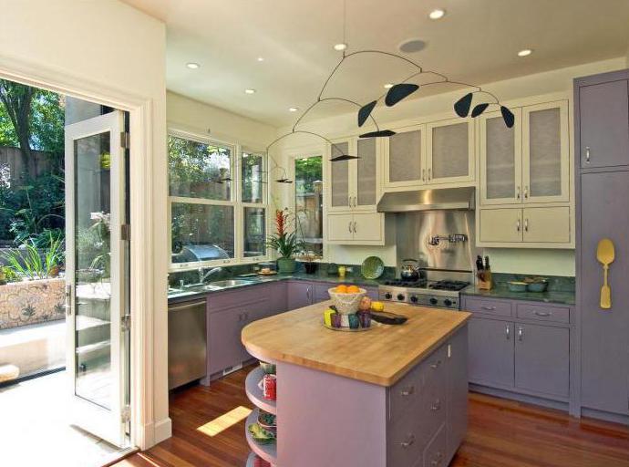 Двухцветная кухня светлый верх темный низ