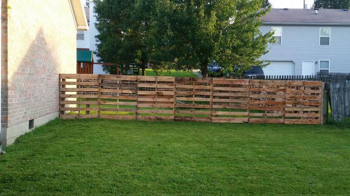 Забор из паллетов