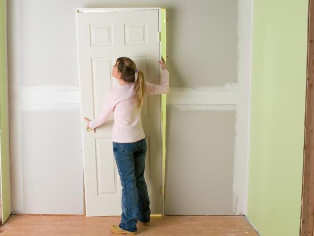 Как вставить деревянную межкомнатные двери