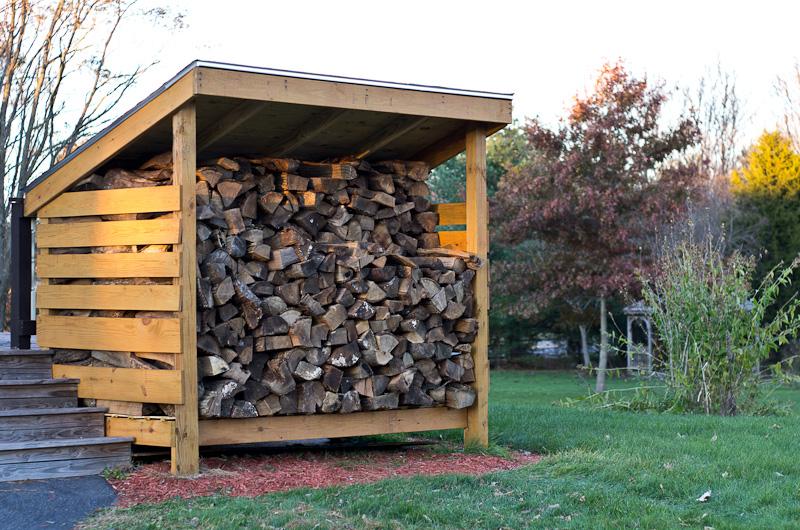 Готовый дровяник