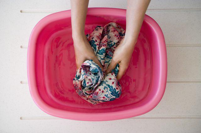 Как отстирать замазку с одежды в домашних условиях