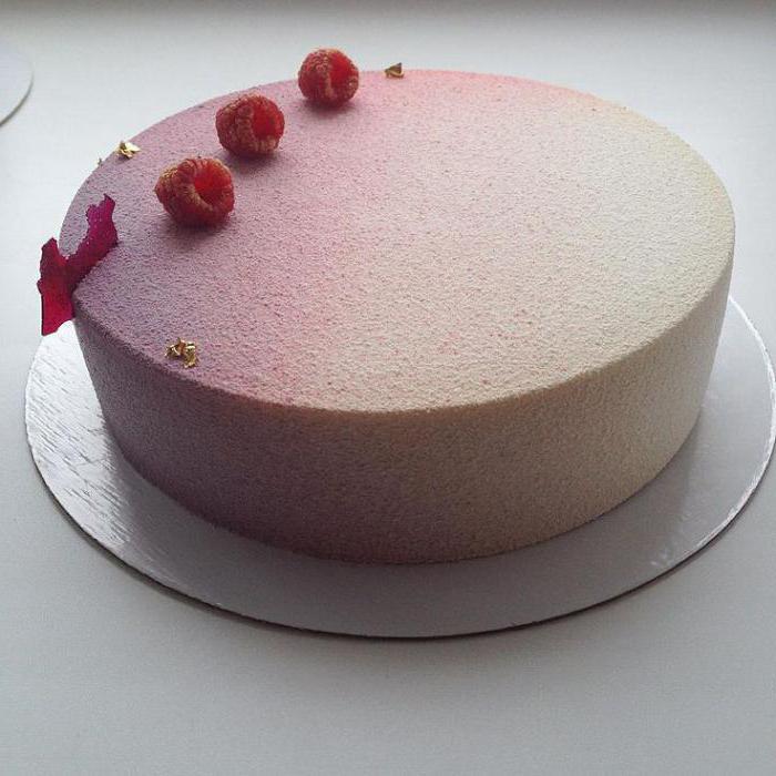 велюровая поверхность торта