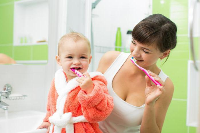 С какого возраста можно чистить зубы ребенку комаровский