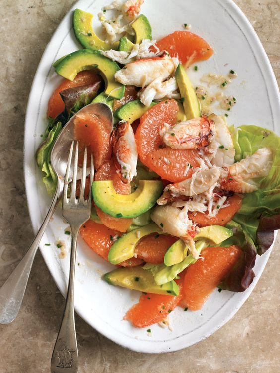 Салат с крабом, авокадо и грейпфрутом