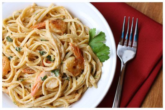 Сливочно-чесночный соус с креветками к спагетти