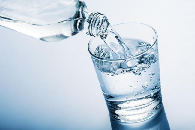 Минеральная вода при гастритах: особенности выбора, правила употребления