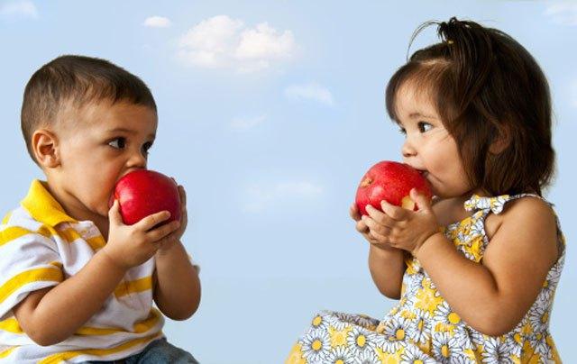 Яблоки при запоре у детей