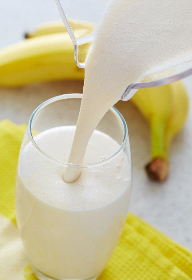 Банановый смузи с мороженым