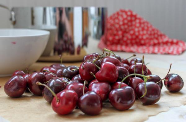 как <i>как отделить косточку от вишни в домашних условиях</i> из вишни удалить косточки