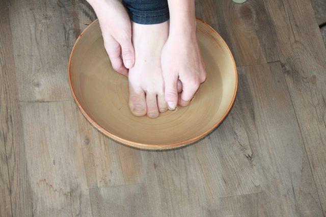 Черный ноготь на руке