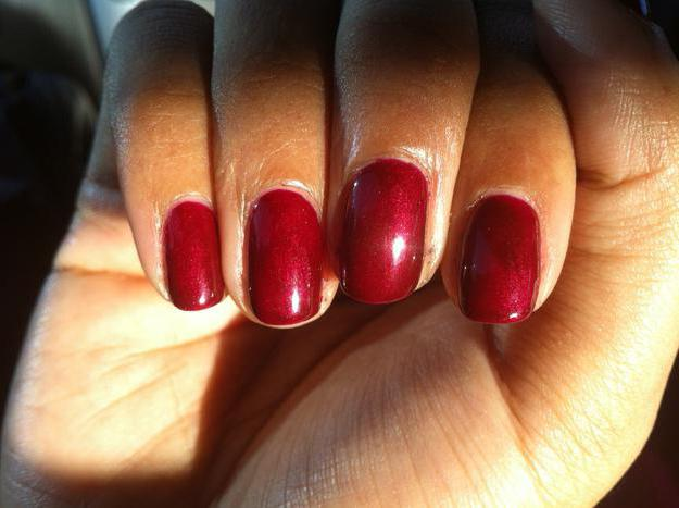 Бордовый шеллак: дизайн ногтей и фото