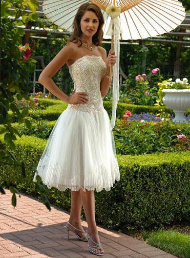 Короткое кружевное свадебное платье (фото)