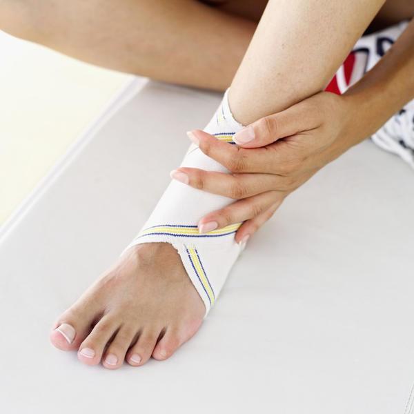 Как быстро вылечить вывих ноги и опухоль снять thumbnail