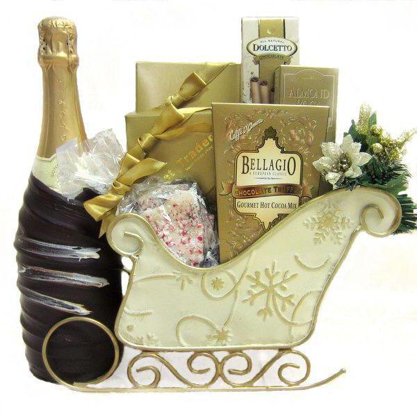 новогодняя корзина с подарками