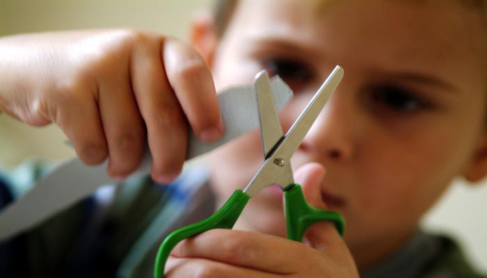 знакомство с ножницами детей