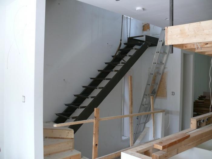 Как сделать лестницу из металла 25