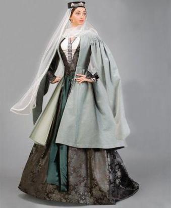 грузинский женский национальный костюм